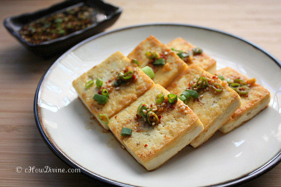 pan-seared tofu with soy dipping sauce - chow divine...chow divine…